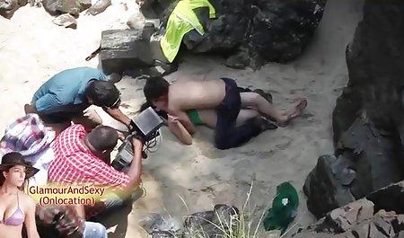 Ibu tua bermain dengan remaja bokep selingkuh cantik